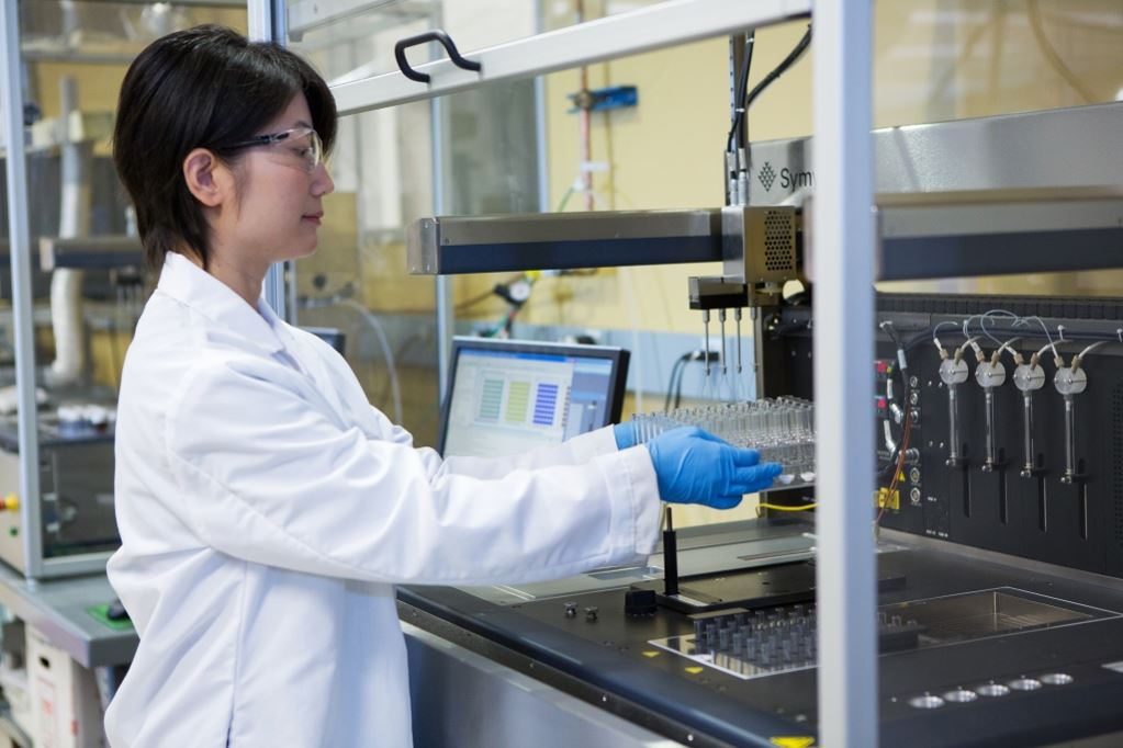 Scientist prepares new catalyst testing in Clariant Palo Alto R&D center <br>